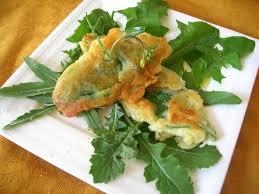 cuisine plantes sauvages comestibles beignets de consoude sur lit de salades sauvages cuisine plurielle