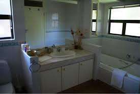 R2 Bathroom Furniture by Ehv Cherry Lodge 3 Bedroom 3 Bathroom Guest House In Selborne