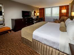 How Big Is 320 Square Feet by Miami Airport Hotel Crowne Plaza Miami International Airport