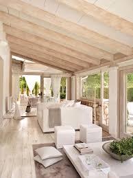 salon actual en blanco con grandes cristaleras al jardin suelo de salon actual en blanco con grandes cristaleras al jardin suelo de madera y vigas decapadas