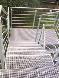 treppen gitterroste metalltreppen podesttreppe mit treppenstufen aus gitterrost