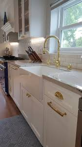 Kitchen Backsplash With White Cabinets by Best 25 White Macaubas Quartzite Ideas On Pinterest Quartzite
