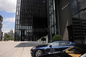 dã sseldorf design hotel entrada al hotel hyatt sseldorf de dã foto editorial