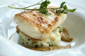 cuisiner poisson blanc cabillaud doré au beurre risotto aux pétoncles et salsa aux amandes
