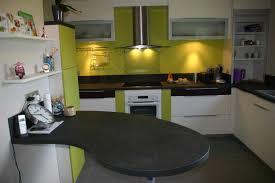 cuisine blanche avec plan de travail noir cuisine blanche plan de travail noir collection et cuisine blanche