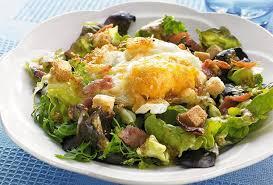 que cuisiner avec des oeufs recette de salade avec oeuf frit open kitchen