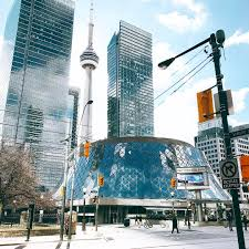 bored in toronto here are 10 iconic landmarks to visit in toronto