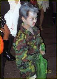 plastic surgery halloween mask brad pitt u0027s halloween costume yo gabba gabba photo 2328642
