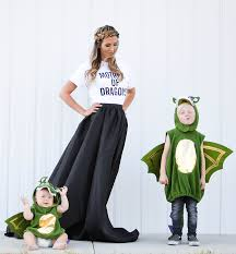 Halloween Costume Themes For Families by Halloween Costume Idea Mother Of Dragons And Her Babies