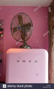 Einbauk He Pink Smeg Stockfotos U0026 Smeg Bilder Alamy