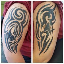 25 ide terbaik tribal arm tattoos di pinterest desain tato