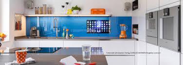 glaspaneele küche lcd integriert in der küche bad als nischenrückwand aus glas