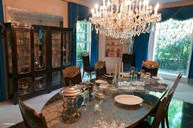 elvis presleys graceland mansion dining room stock photo getty