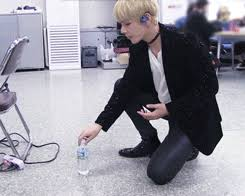 Challenge Water Fails Tae S Water Bottle Flip Challenge Fails The Fatal Flaw