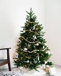 Christmas Tree Without Decorations by Eco Friendly Christmas Tips Stay Green Throughout The Holiday