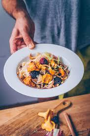 comment cuisiner des chanterelles chanterelles with pasta and blackberries klara s