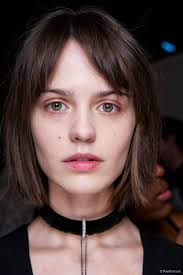 short hairstyles with center part and bangs middle parted bangs haircut pinterest fringes haircut styles