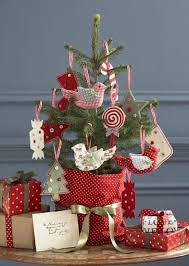 White Christmas Tree Red Decorations by Tuesday Hues Red And White Christmas Decorations 30 Something