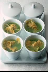 cuisiner les ravioles recette bouillon aux ravioles de foie gras cuisine madame figaro