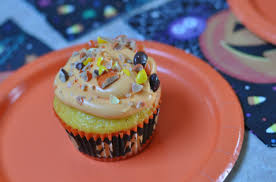 reeses pieces two tone halloween cupcakes