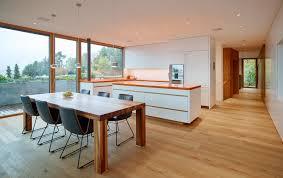 weiße küche mit holz weiße küchen 7 ideen und bilder für küchen in weiß küchenfinder