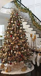 ideas for christmas with others classic christmas decoration best 25 traditional christmas tree ideas on