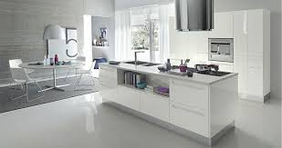 cuisine laquee cuisine laquee blanche plan de travail gris blanc c3 aelot central