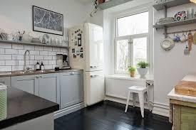 cuisine smeg le réfrigérateur smeg pour une cuisine au top moving tahiti