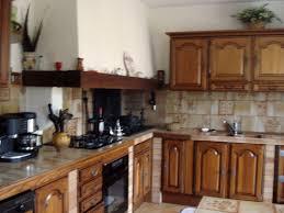 repeindre sa cuisine rustique repeindre une cuisine en bois massif stunning les cuisines de