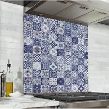 cuisine mosaique fond de hotte effet carreaux mosaïque bleu credence cuisine deco