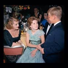 patty duke with bette davis and her son at the oscars bette