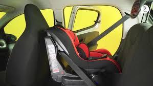 comment attacher siège auto bébé bien installer le siège auto de bébé l essentiel par macif