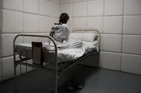 chambre d isolement en psychiatrie la contention dans les services de psychiatrie actusoins