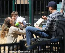 Gisele Bundchen Talks Pregnancy And Breastfeeding Gisele Bundchen Endorses Drug Free Labour Daily Mail Online