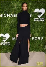 joan smalls wore a blazer as a dress to the vmas u0026 looked so