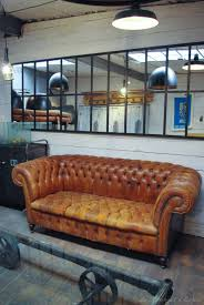 canapé chesterfield ancien ancien chesterfield en cuir par le marchand d oublis