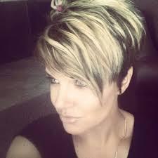 Pfiffige Kurzhaarfrisuren F Frauen by Gib Deinen Haaren Etwas Mehr Farbe Pfiffige Kurzhaarfrisuren Mit