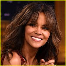 harry berry hairstyle halle berry says goodbye to 2017 with her middle finger s help