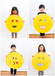 emoji costume hello wonderful easy diy cardboard emoji costume