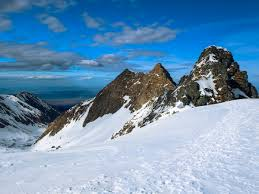 trekking in romania during winter season romaniatourstore