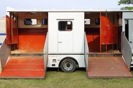 do it yourself living quarters for horse trailers animals mom me
