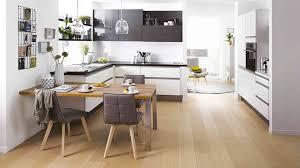 cuisine bois et blanc laqué cuisine blanc laqué et bois luxe cuisine équipée design et moderne