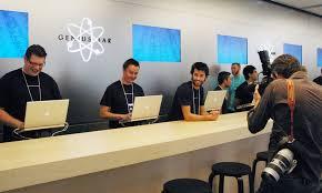 Средняя зарплата работников Apple - Family room specialist