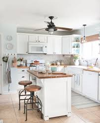 Small House Kitchen Design by Best 25 Small White Kitchens Ideas On Pinterest Small Kitchens