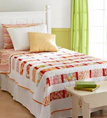 Quilted Bed Valance Free Bed Quilt Patterns Allpeoplequilt Com