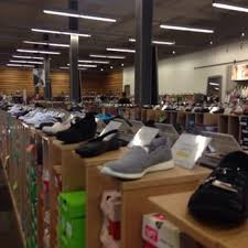 designer shoe outlet dsw designer shoe warehouse 31 photos 35 reviews shoe stores