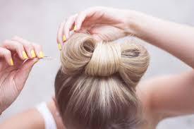 comment cuisiner les chignons tuto coiffure facile le chignon noeud astuces de filles