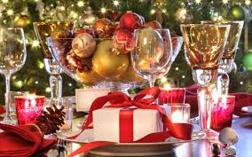 christmas banquet decorating ideas with gold beads on glass bowl