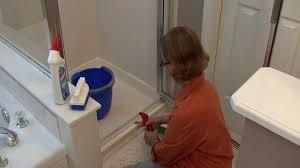 cleaning tub shower doors how to clean glass shower doors door