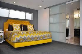 chambre gris et jaune chambre à coucher chambre adulte lit moderne chambre grise et